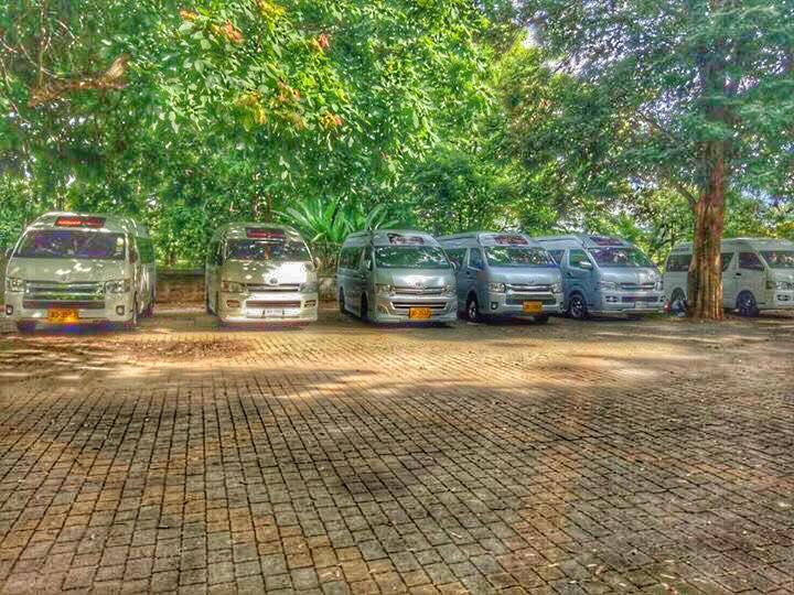เรามีทีมงานใว้คอยบริการรถตู้ให้เช่าพร้อมคนขับนำเที่ยวเป็นหมู่คณะ อบรม สัมนาดูงาน